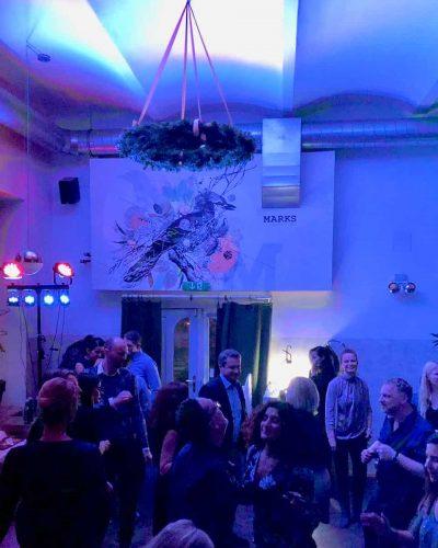 Veranstaltung mit tanzenden gästen