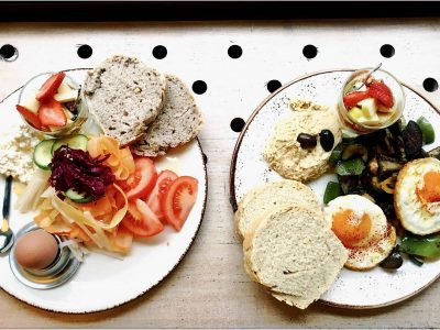 2 verschiedene frühstückgerichte